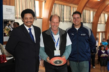 NMMU George Campus principal, Prof Quinton Johnson (left) with Prof Raymond Auerbach and NMMU George Marketing & Communications Practitioner, Pieter Botha. Prof Auerbach accepted the prize for the Most Interactive stall at the Open Day on behalf of the Agricultural Management programme at NMMU George.